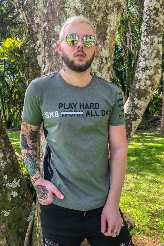 camiseta-play-hard-sk8-1